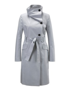 Trench coat with oversized collar