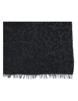Soft, fringed scarf