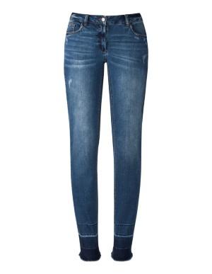 Streamlined frayed-hem jeans