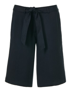 Light Bermuda shorts with tie belt