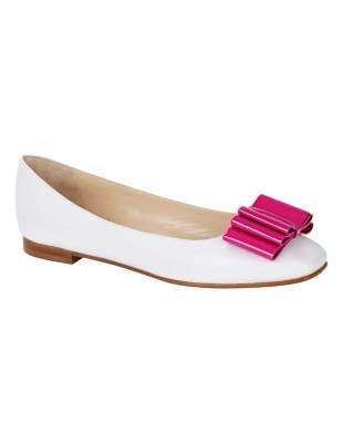 Ballet flats with a striking patent leather bow