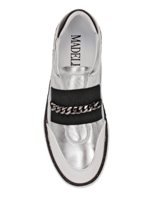 Casual city loafers with decorative chain