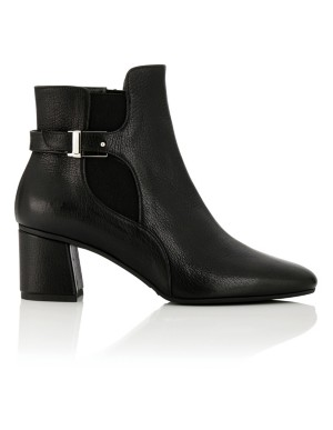 Ankle boots with elastic side panels