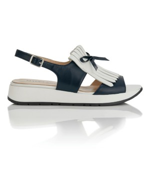 Leather sandals with fringed flap