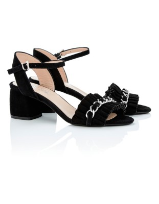 Ruffle vamp sandals with decorative chain