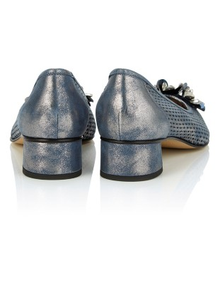 Metallic court shoes with flower embellishment