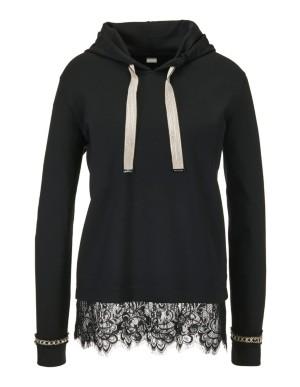 Sweatshirt with drawstring hood