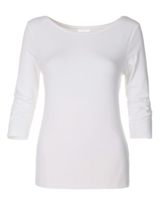 Top with boat neckline and 3/4-length sleeves